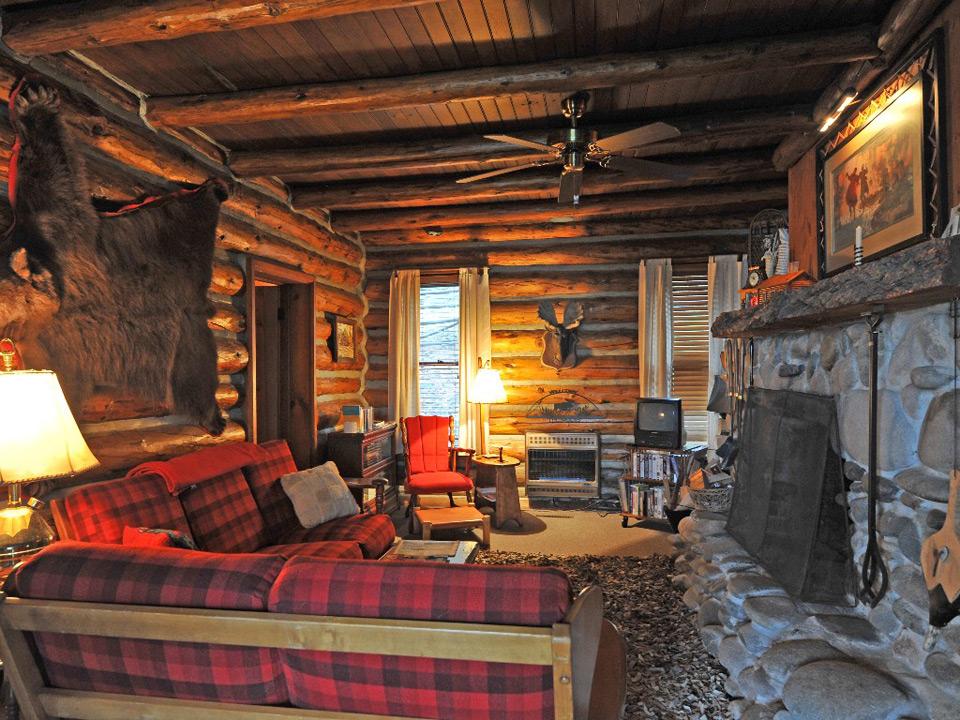 Canyon ferry lake cabin - Small lake house interiors ...