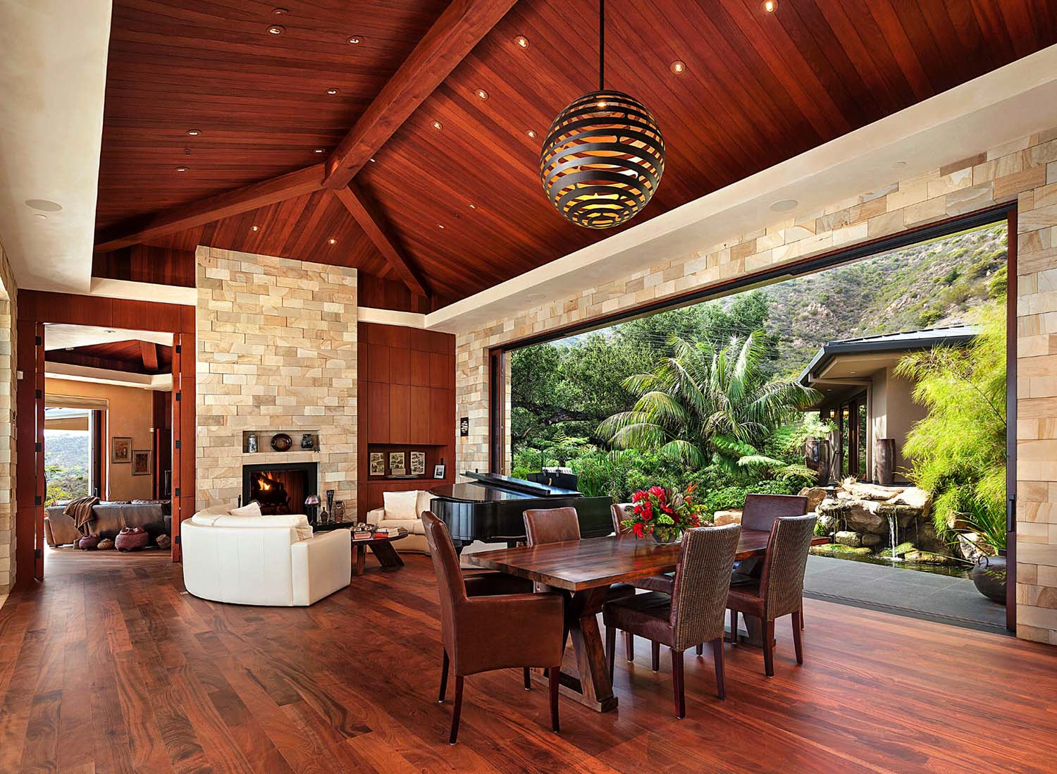 Indoor outdoor living overlooks pacific ocean for Home plans with outdoor living spaces