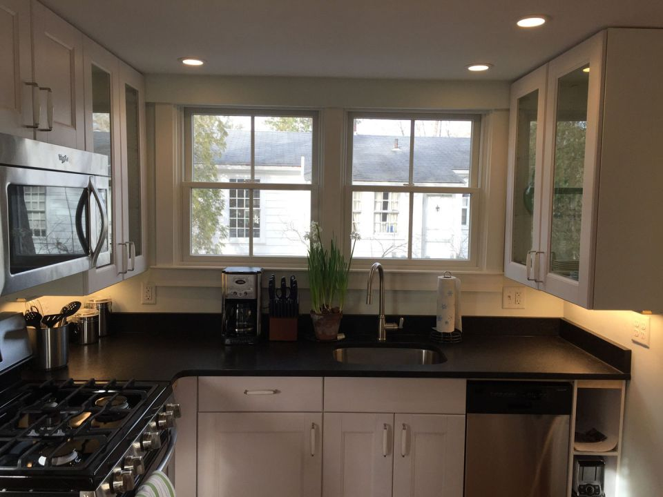 Tiny Cape Cod Cottage Kitchen2 Via Smallhousebliss