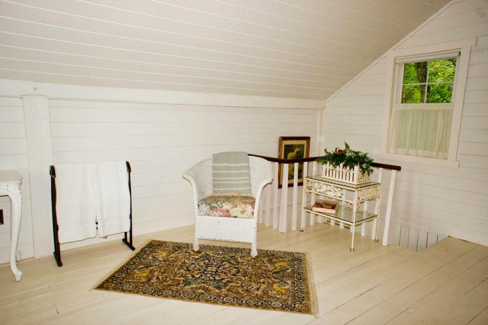 woodstock-barn-conversion-bedroom1-via-smallhousebliss