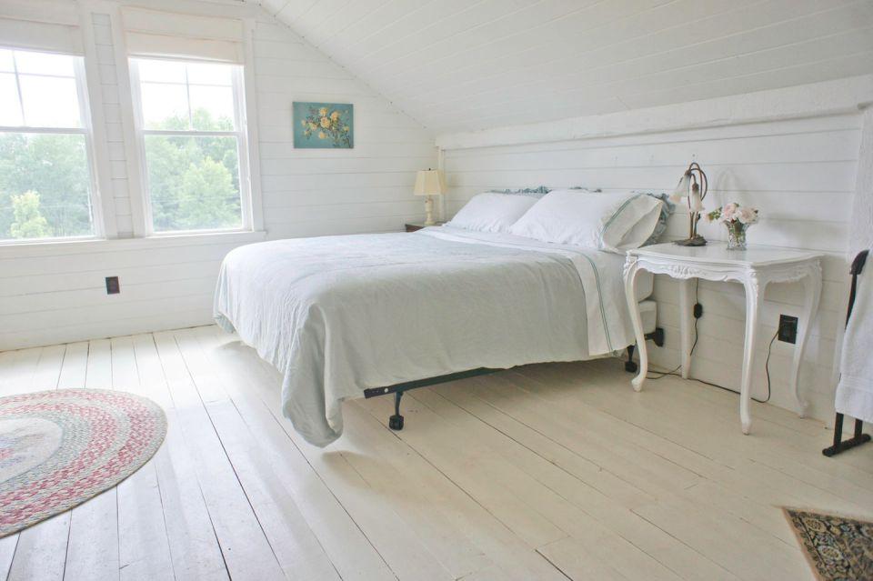 woodstock-barn-conversion-bedroom5-via-smallhousebliss