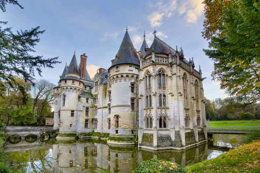 The chateau de vigny paris france for Classic manor builders cabins